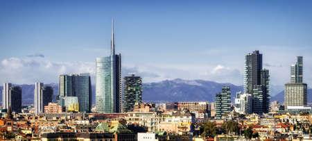 Foto de Milan (Milano) skyline with new skyscrapers - Imagen libre de derechos