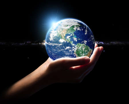 Photo pour hand hold earth universe environment concept element finished by nasa - image libre de droit