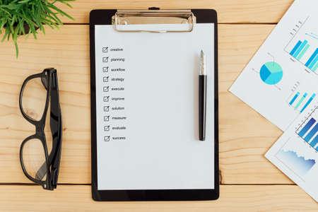 Foto de clipboad and check box on work desk business concept - Imagen libre de derechos