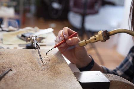 Foto de Jeweler at work, crafting in a jewelery workshop.  - Imagen libre de derechos