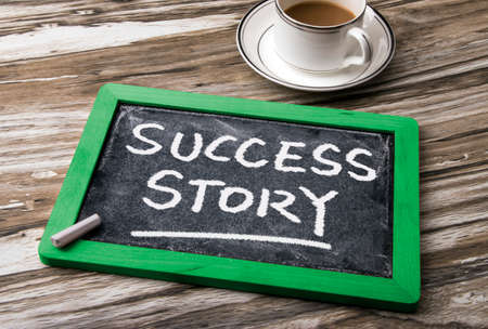 Foto de success story handwritten on blackboard - Imagen libre de derechos