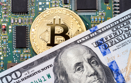 Foto de Digital cryptocurrency gold bitcoin, electronic computer component and american dollar. Business concept of new virtual money - Imagen libre de derechos