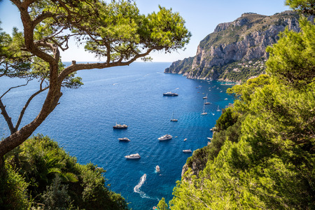 Photo pour Capri island in a beautiful summer day in Italy - image libre de droit