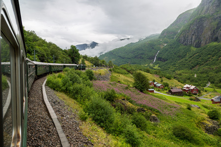 Photo pour Train at famous Flam railway (Flamsbana) line in Flam valley in Norway - image libre de droit