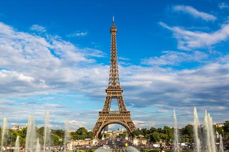 Photo pour Eiffel Tower most visited monument in France and the most famous symbol of Paris - image libre de droit