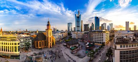 Foto de Summer panorama of the financial district in Frankfurt, Germany in a summer day - Imagen libre de derechos