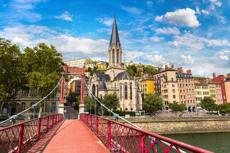 Foto per Pedestrian Saint Georges footbridge and the Saint Georges church in Lyon, France in a beautiful summer day - Immagine Royalty Free