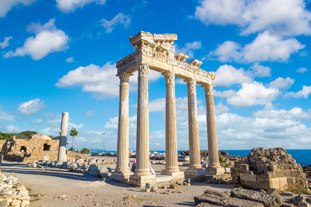 Photo pour Ruins of the Temple of Apollo in Side in a beautiful summer day, Antalya, Turkey - image libre de droit