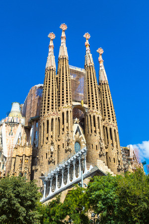 Foto de BARCELONA, SPAIN - JUNE 11, 2017: Sagrada Familia  in Barcelona in Spain in a summer day - Imagen libre de derechos