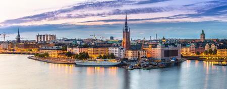 Foto de Panoramic view of Old Town (Gamla Stan) in Stockholm, Sweden in a summer night - Imagen libre de derechos