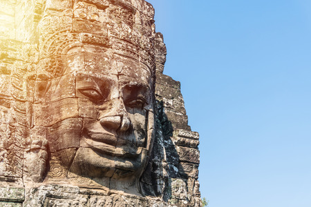Photo pour Smile face stone at bayon temple in angkor thom siem reap cambodia - image libre de droit