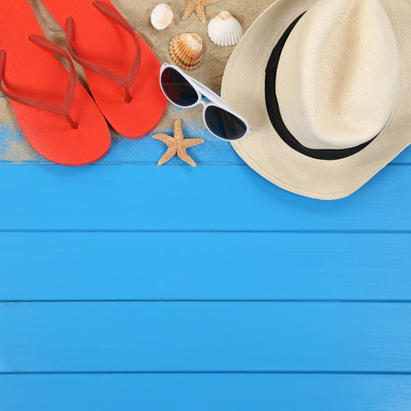 Photo pour Beach scene in summer on vacation with shells, hat, sandals, copyspace - image libre de droit