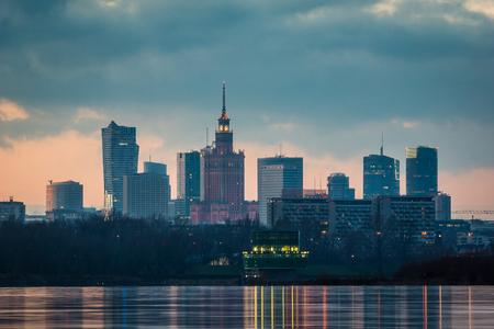 Photo pour Panorama of downtown Warsaw city and Vistula river, Poland - image libre de droit