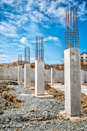 Photo pour Reinforced steel bars on construction pillars, concrete details and beams at buildng site. - image libre de droit
