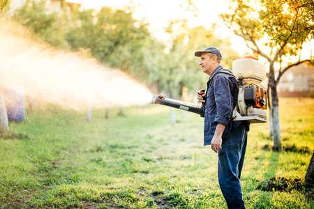 Foto de Industrial worker doing pest control using insecticide - Imagen libre de derechos