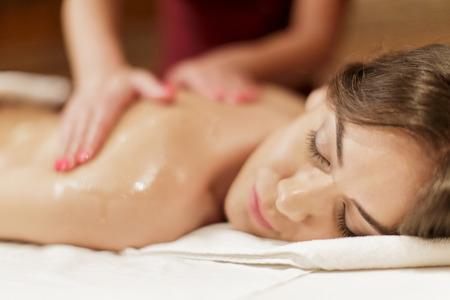 Foto de professional masseuse  doing massage of female back - Imagen libre de derechos