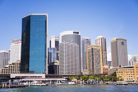 Foto de SYDNEY, AUSTRALIA - FEBRUARY 12, 2015: Modern skyscrapers in Sydney, Australia. Sydney is the state capital of New South Wales and the most populous city in Australia. - Imagen libre de derechos