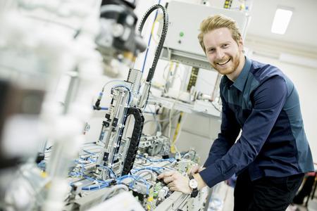Photo pour Engineer in the factory - image libre de droit