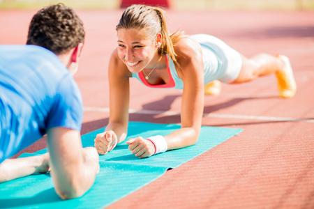 Foto de Woman training with personal trainer - Imagen libre de derechos
