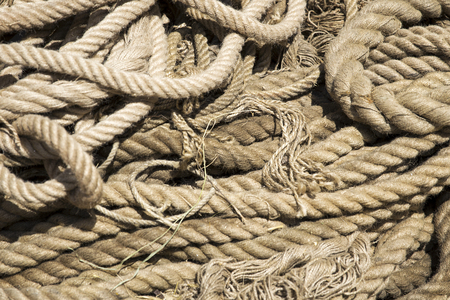 Foto de Closeup detail of the old ropes on the sun - Imagen libre de derechos