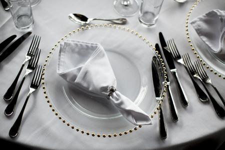 Foto de View at luxury wedding decoration of the table - Imagen libre de derechos