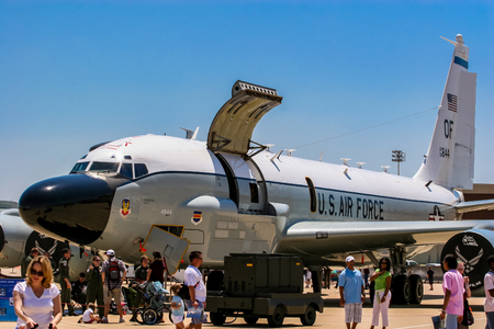 Foto de BARKSDALE, USA - APRIL 22, 2007: RC-135 Rivet Joint reconnaissance aircraft at Barksdale Air Base. Since 1933, the base has been inviting the public to view aircrafts at the annual airshow. - Imagen libre de derechos