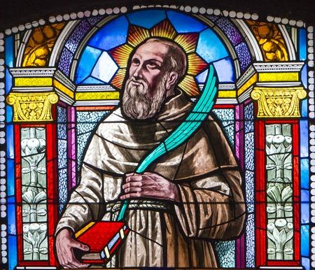 Foto de Stained glass of Beato Giovanni Martinozzi from Cattedrale di Santa Maria Assunta in Montepulciano, Italy - Imagen libre de derechos