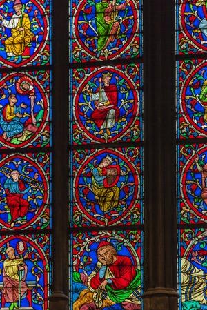 Foto de Detail of the stained glass from Cathedrale Notre Dame de Paris, France - Imagen libre de derechos