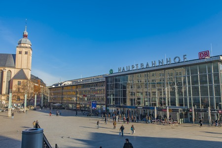 Foto de COLOGNE, GERMANY - FEBRUARY 28, 2015: Unidentified people by Cologne main station in Germany. It is an important local, national and international hub opened at 1859. - Imagen libre de derechos