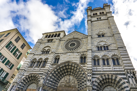 Photo pour Genoa Cathedral in Italy. Genoa Cathedral is a Roman Catholic cathedral dedicated to Saint Lawrence and is the seat of the Archbishop of Genoa. - image libre de droit