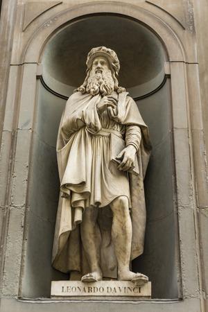 Foto de View at Leonardo da Vinci monument in Florence, Italy - Imagen libre de derechos