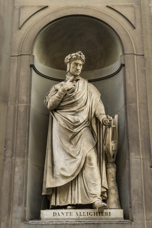 Photo pour View at Dante Alighieri monument in Florence, Italy - image libre de droit