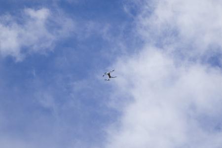 Foto de Flying drone in the sky under the white clouds - Imagen libre de derechos