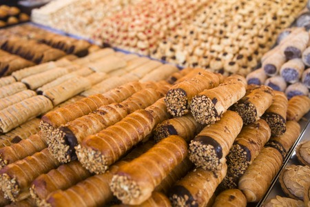 Foto de Traditional maltese cannoli on the Marsaxlokk Open Market - Imagen libre de derechos
