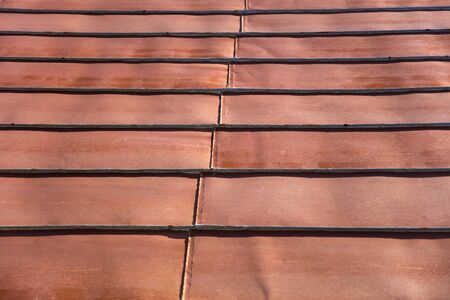Foto de Detail of the roof rusty corrugated iron metal texture - Imagen libre de derechos