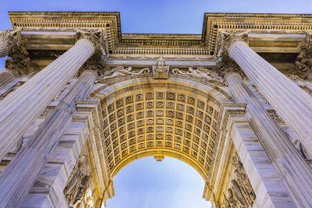 Photo pour View at Arch of Triumph (Arco della Pace) at Park Sempione in Milan, Italy - image libre de droit