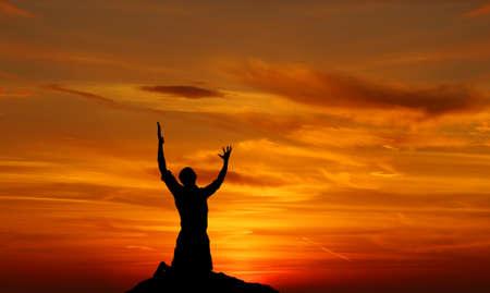 Photo pour Silhouette of a man praying at sunset concept of religion - image libre de droit