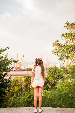 Photo pour A little girl looks at the port of Odessa. - image libre de droit