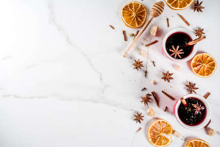 Photo pour Traditional hot homemade cocktail, red mulled wine drink with ingredients, white marble background copy space top view - image libre de droit