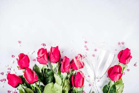 Foto de Valentine day concept, Red roses with two champagne glasses, copy space top view - Imagen libre de derechos