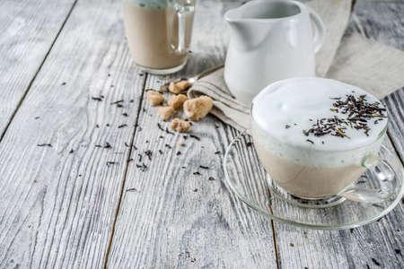 Photo pour Tea latte, Earl Grey Hot London Fog Tea Drink with Foamed Milk, wooden background copy space - image libre de droit