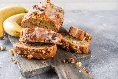 Photo pour Homemade banana bread with walnuts, gray stone concrete background copy space, Vegan food. - image libre de droit