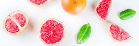 Photo pour Whole and sliced grapefruit isolated on white background - image libre de droit