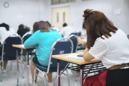 Foto de Asian students taking an exam in class room - Imagen libre de derechos