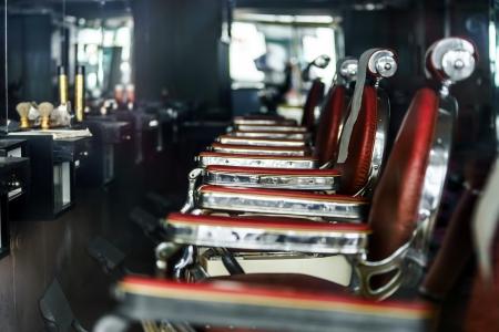 Photo pour Old-styled barber shop waiting for visitors - image libre de droit