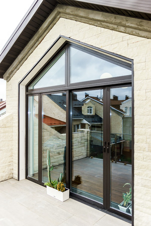 Photo pour New sliding glass doors for apartment\'s terrace - image libre de droit