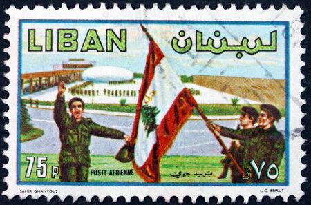 Foto de LEBANON - CIRCA 1980: a stamp printed in Lebanon shows Soldiers and flag, army day, circa 1953 - Imagen libre de derechos
