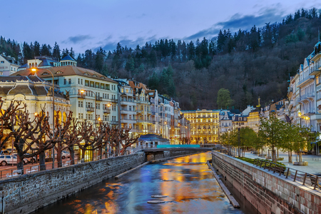 Photo pour Embankment of Tepla river in Karlovy Vary in dusk, Czech republic - image libre de droit