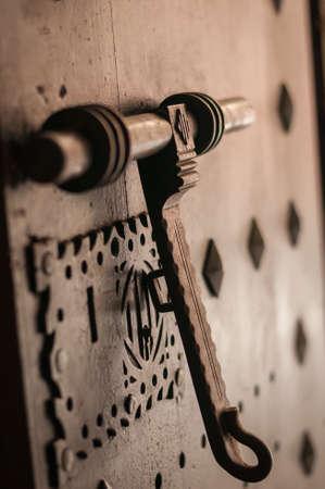 Photo pour old door knocker - image libre de droit