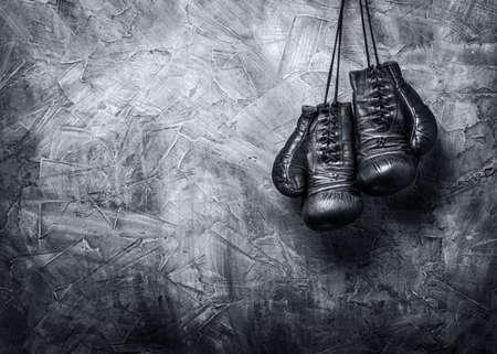 Foto de old boxing gloves - Imagen libre de derechos